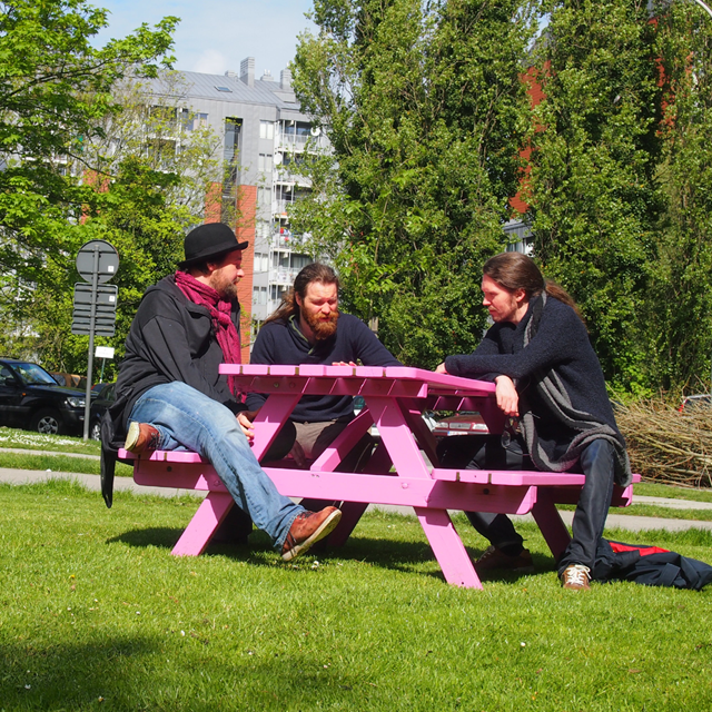 3Troubadours-pink-table-640x640